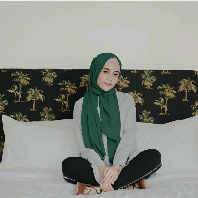 Emerald Cala Pastan by Vanilla hijab, Preloved Fesyen Wanita, Muslim Fashion di Carousell