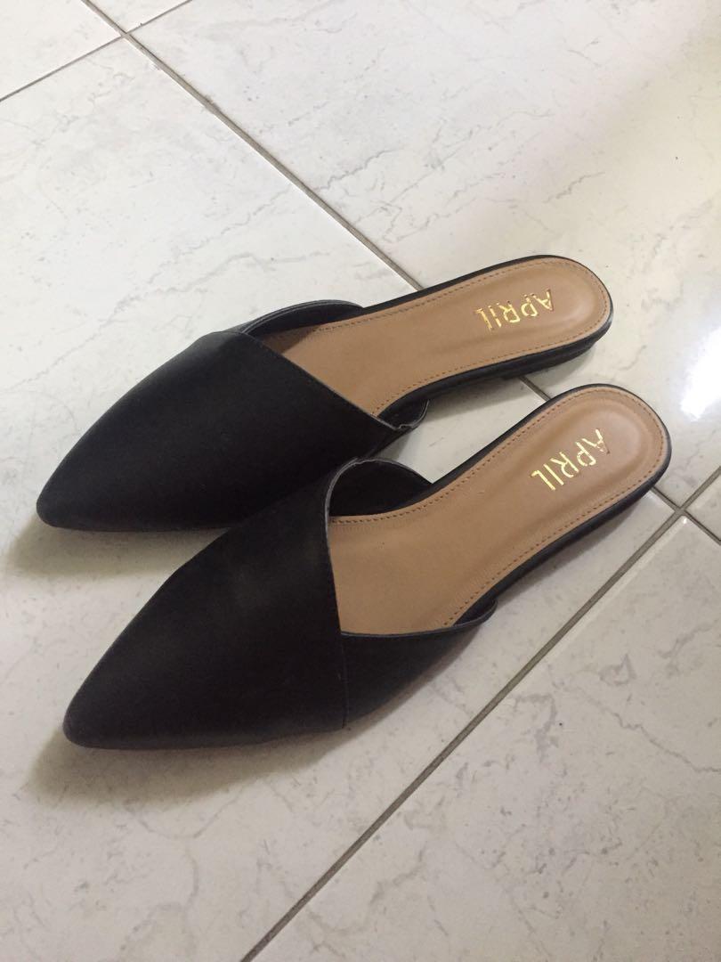 Flat slip on Black