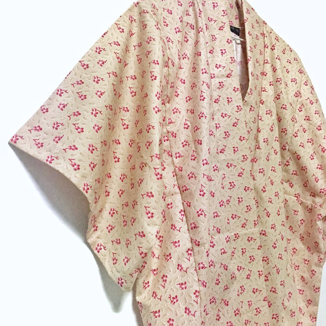 (HANDMADE) Petal Cover Up (Cream)