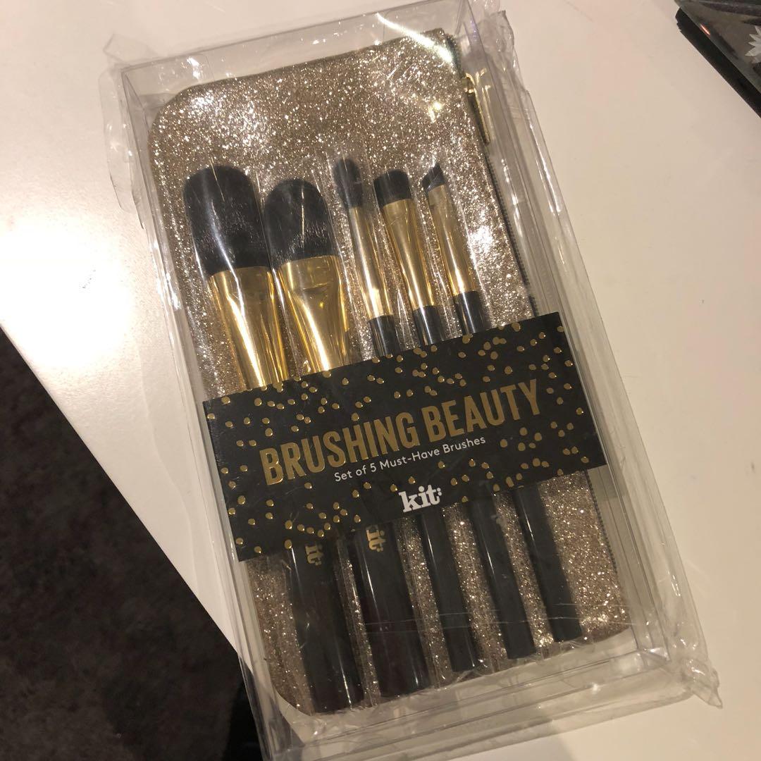 Kit brush set - RRP $52