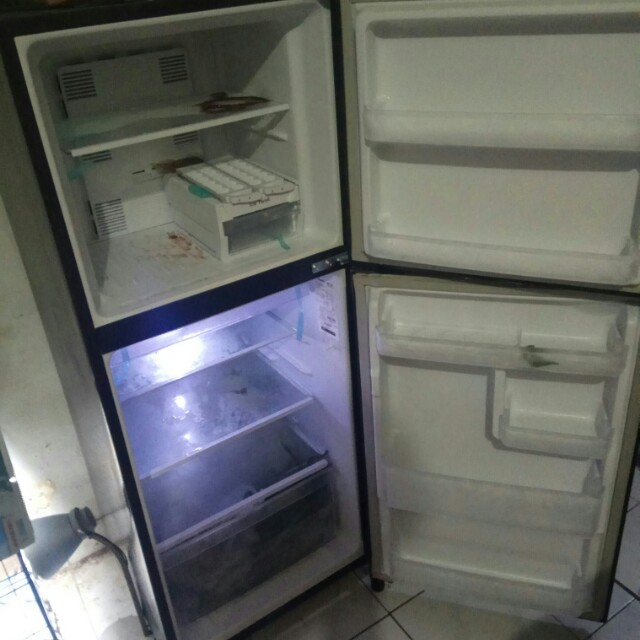 kulkas hitam panasonic 2 pintu