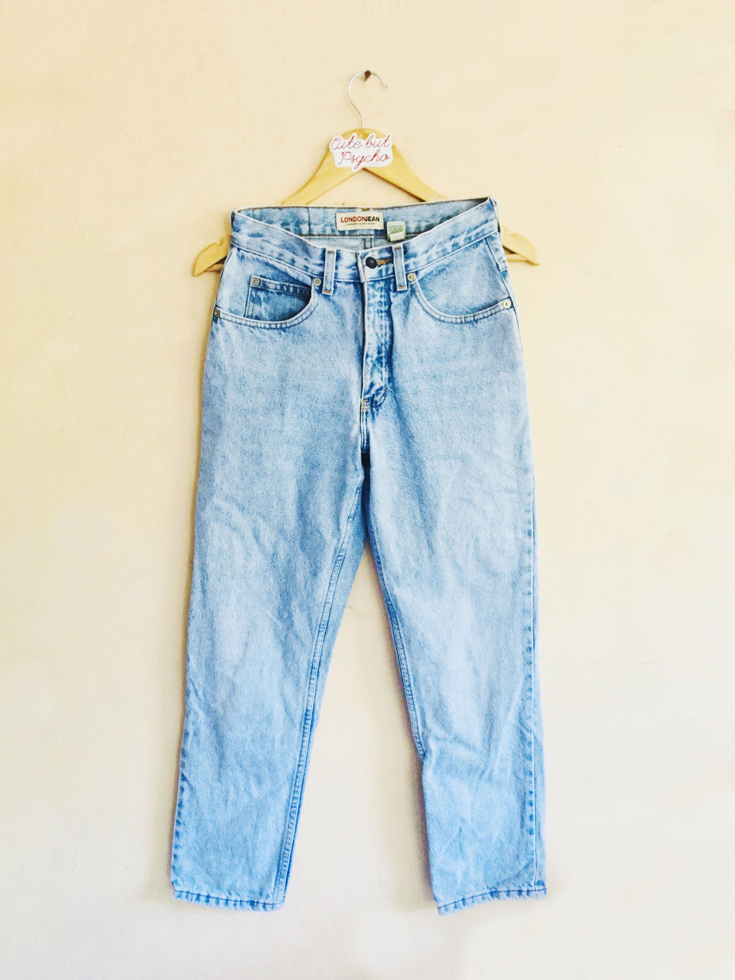 London Jean Lightwashed Blue Highwaisted Mom Jeans