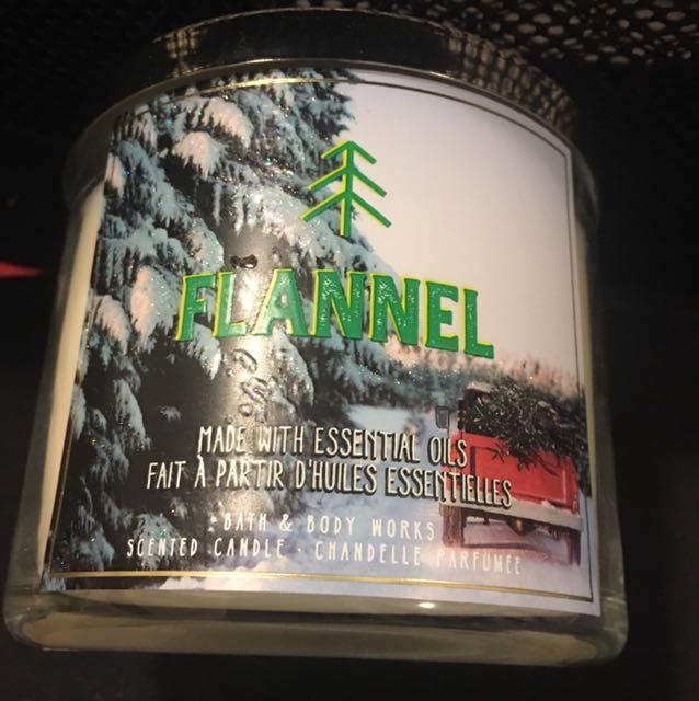 NEVER USED Bath and body works 3 wick candle in FLANNEL