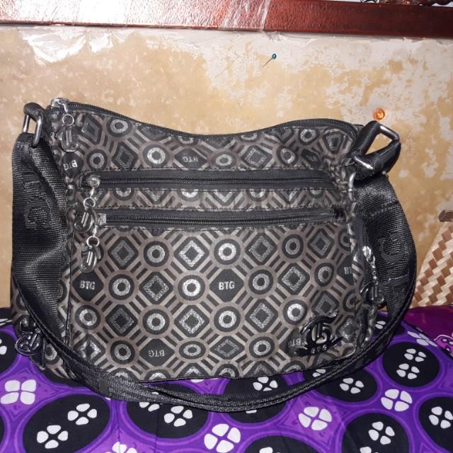 Sling bag item corak