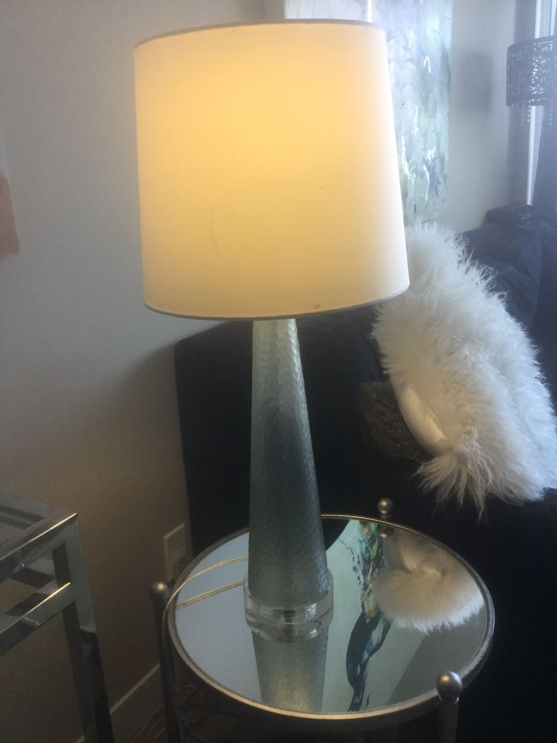 Solid glass base lamp