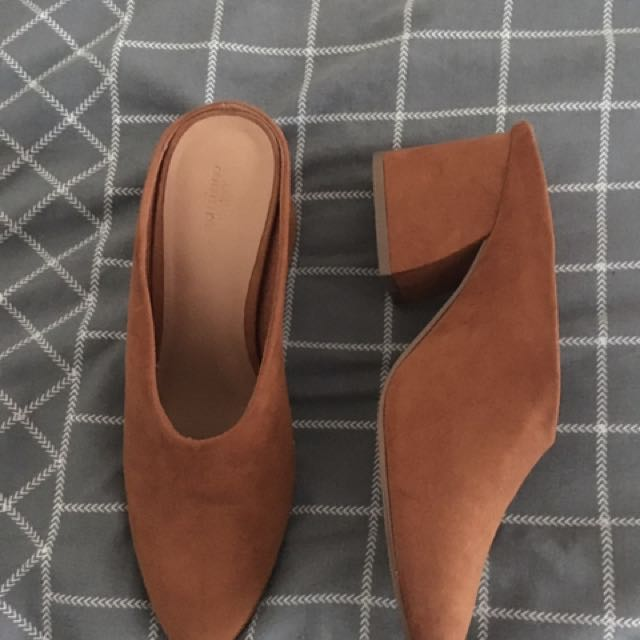 URBAN OUTFITTERS RUST/BROWN LOW BLOCK HEEL MULE NEW CONDITION