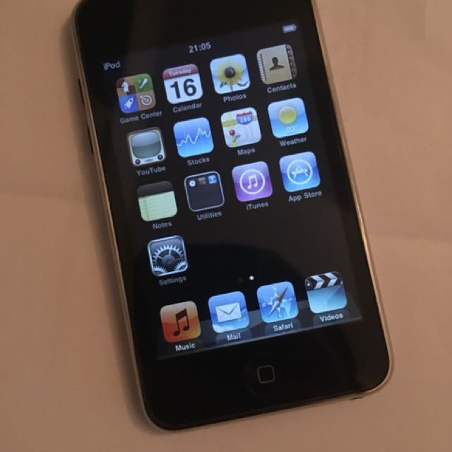 Vintage Apple iPod Touch 16GB 2008