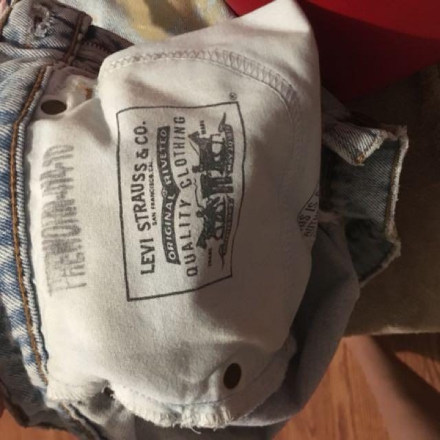 Vintage Levi shorts w paint size medium