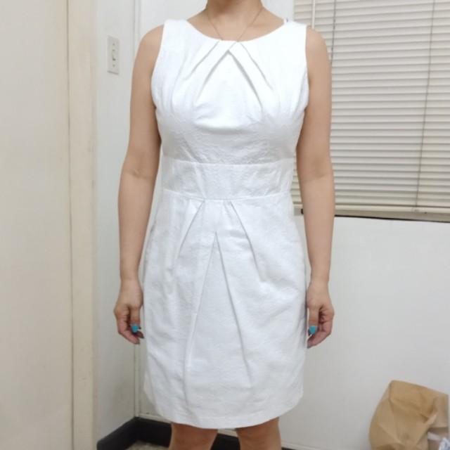White sleeveless dressa (iz)