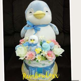 Mummy Penguin n Baby Penguin Mini Diaper Cake (in stock)