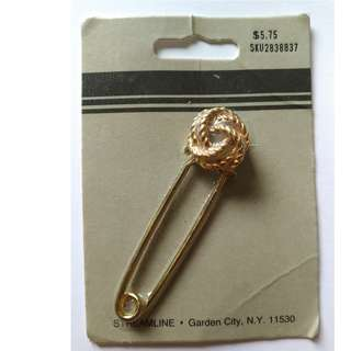 Gold Knot Safety Pin Style