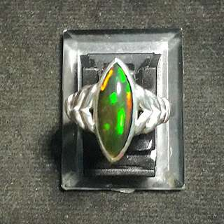 Black Opal Ethiopia High Quality 925silver setting ( 1.65 Crts Est )( Lady Ring) Self collection at Punggol Drive under my blk.