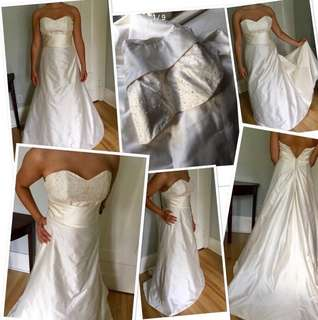 ***Never worn /Brand new***Gorgeous 100% SILK creamy white wedding gown with train and appliqué and button detail