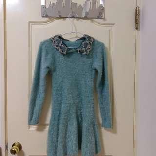 毛絨絨湖綠色蕾絲領長袖洋裝