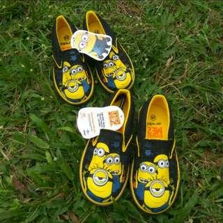 Sepatu anak minion