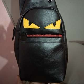 Tas selempang monster Kulit