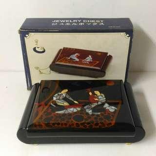 🚚 漆器貝殼畫珠寶盒