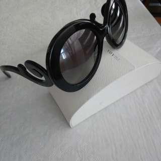 Prada sunglasses. Authentic. Firm