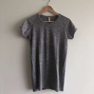 Size 8 US M Lululemon swiftly tech crew ss short sleeves quick dry 防臭 快亁