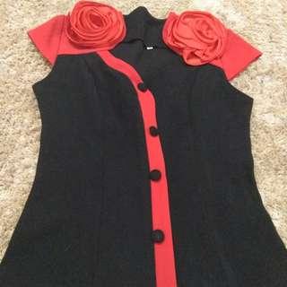Baju atau kemeja hitam bunga merah