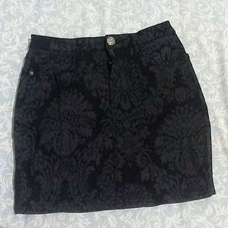 Black skirt with flower pattern