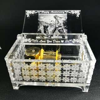 Kotak Musik MusicBox Bahan Akrilik Otomatis