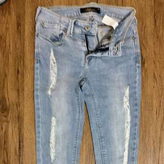 SALE📍Original Lee Pipes Ripped jeans size27