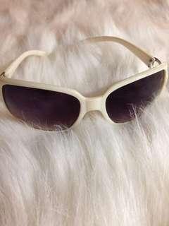 🕶White sunglasses