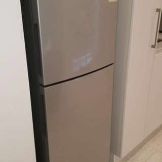 Westinghouse fridge/freezer