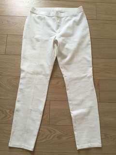 Uniqlo White Lined Skinny Legging Capri Pants