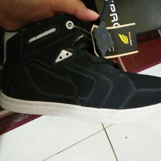 sepatu (Homypro)