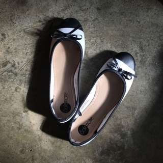 Solemate Black and White Doll Shoes with Ribbon