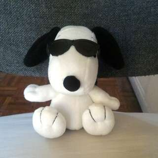 """Snoopy"" with shades stuff toy with pouch"