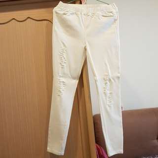 白色刷破褲子