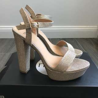 Gold glitter pumps - Size 8