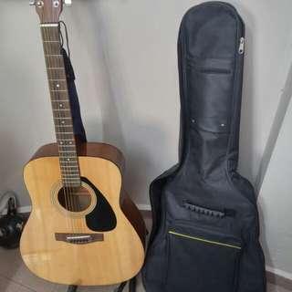 Yamaha F310 Guitar w Case & Stand