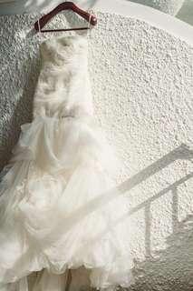 Vera Wang wedding dress size 4 unaltered