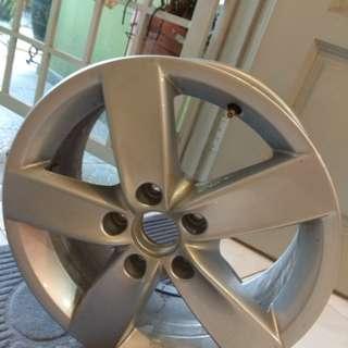 Selling one set 4 original Volkswagen sports rim like new