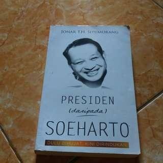 """Buku Biografi Soeharto """"Dulu Dihujat Kini Dirindukan"""""""