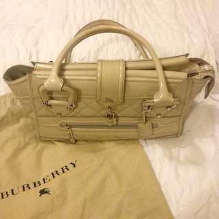 Burberry Manor handbag in beige patent leather