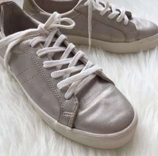 bershka sneakers freeong