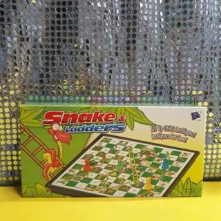 SNAKE AND LADDERS SMALL BRAND NEW MAGNETIC