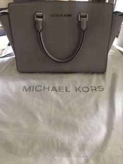 Michael Kors grey saffiano bag - medium