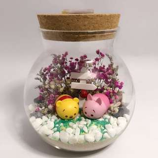 Customised order Dry Flower Terrarium - TsumTsum Winnie and Piglet with baby breath