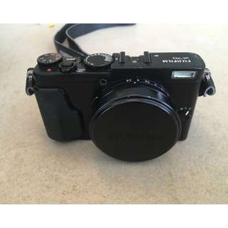 Fujifilm X70 camera Black