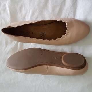 Nude leather flat shoes