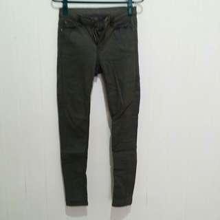墨綠色彈性窄管褲