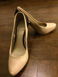 Aldo nude and black heels (size 38)