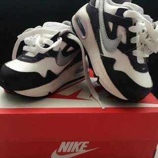 NIKE AIR MAX SKYLINE - Toddler (5c) with box