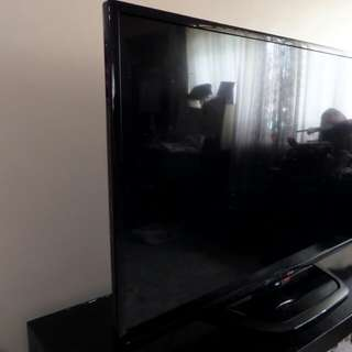 LG flatscreen LED TV 47inches